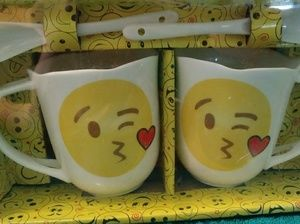 Other - [NEW] Two Kissing Emoji Cups with 2 Spoon